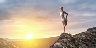 Atletenvrouw in openlucht Gemengde media stock illustratie