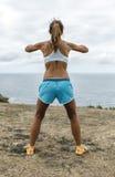 Atletenvrouw opleiding Stock Foto's