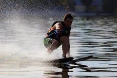 Atletenwaterskiën stock foto's