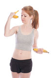 Atletisch meisje met bananen in hand in plaats van domoren Stock Afbeelding