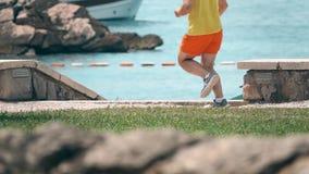 Atletische agent` s voeten, super langzaam motieschot stock footage