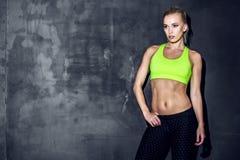 Atletische jonge vrouw Stock Afbeelding