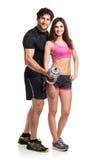 Atletische man en vrouw met domoren op het wit Stock Fotografie