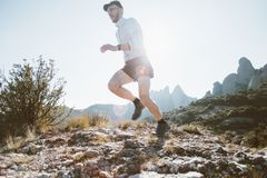 Atletische sterke de sleep ultramarathon van de mensenlooppas stock afbeeldingen