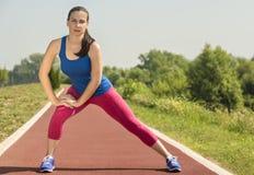 Atletische Vrouw - Rek Stock Afbeelding