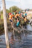Atlety iść przez błota i wody Fotografia Royalty Free