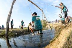 Atlety iść przez błota i wody Fotografia Stock