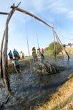 Atlety iść przez błota i wody Zdjęcie Stock
