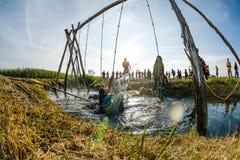Atlety iść przez błota i wody Zdjęcia Stock