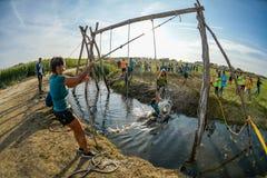 Atlety iść przez błota i wody Obrazy Royalty Free
