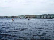 Atlety jedzie na aqua rowerach Fotografia Royalty Free