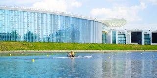 Atlety kayaker Flisactwo, kajakarstwo, kayaking, flisactwo, rywalizacji rowers na rzece Petersburg Rosja 17 05 2018 obrazy royalty free