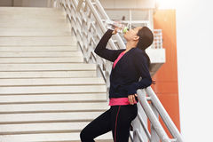 Atlety kobieta bierze przerwę podczas bieg Zdjęcia Royalty Free