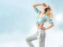 Atlety kobieta słucha relaksująca muzyka Zdjęcie Stock