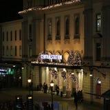 Atmósfera de la Navidad en la estación de la central de Estocolmo Imagenes de archivo