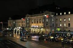Atmósfera de la Navidad en la estación de la central de Estocolmo Imágenes de archivo libres de regalías
