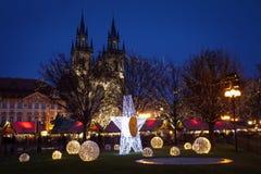 Atmósfera de la Navidad en Praga, República Checa imagenes de archivo