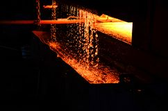 Atmósfera del horno de la acería en planta siderúrgica de fundición Horno Ñ ' imagen de archivo