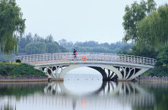 Atmósfera serena en el parque en el crepúsculo, Pekín, China de Niantan imagen de archivo libre de regalías