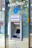 ATM机器。侧向看法 库存图片