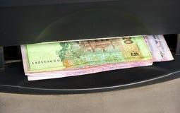 从ATM的乌克兰金钱 库存图片