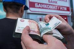 ATM στη Λευκορωσία στο Βιτσέμπσκ Ανταλλαγή του νομίσματος ρούβλια ρωσικά στοκ φωτογραφία με δικαίωμα ελεύθερης χρήσης