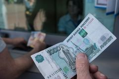 ATM στη Λευκορωσία στο Βιτσέμπσκ Ανταλλαγή του νομίσματος ρούβλια ρωσικά στοκ φωτογραφία