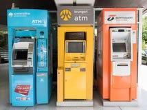 ATM της ταϊλανδικής τράπεζας Krung, τράπεζα Krungsri και τράπεζα Thanachart σε Tha στοκ φωτογραφία