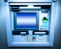 ATM Bank bearbetar med maskin Royaltyfri Fotografi