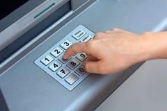 ATM - hereinkommender Stift stockfotografie