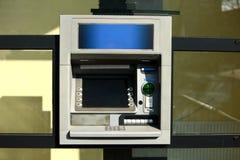 ATM jest jeden ciekawi wymyślenia cudzoziemski świat obraz royalty free