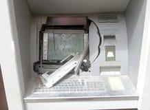 ATM-machine met gebroken glas na een diefstal royalty-vrije stock afbeeldingen