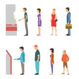 ATM med linjen av män och kvinnor Royaltyfria Bilder