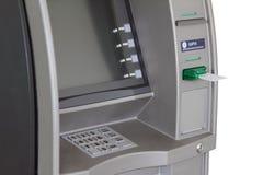 ATM mit Antiabstreicheisen und weißer Plastikkarte Lizenzfreies Stockbild