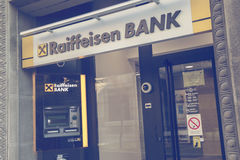 ATM och filial av Raiffeisen bank 2 Royaltyfri Fotografi