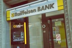 ATM och filial av Raiffeisen bank 3 Arkivbilder