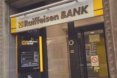 ATM och filial av Raiffeisen bank 4 Royaltyfria Foton