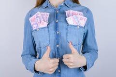 Atm transakci sterty cajgów osoby ludzie ok gospodarka ucznia zabawy dowcip f zdjęcia stock