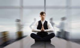 Atmen Sie tief ein und entspannen Sie sich Gemischte Medien Stockbild