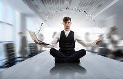 Atmen Sie tief ein und entspannen Sie sich Gemischte Medien Stockfoto