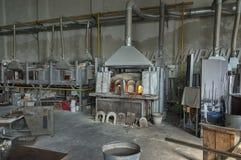Atmosfeer binnen van de beroemde oude glasfabriek van Murano stock fotografie