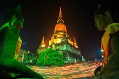 Atmosfeer in Boeddhismedag bij de tempel Royalty-vrije Stock Foto's