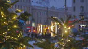 atmosfera świąteczna Boże Narodzenie zabawki wiesza na drzewie E zdjęcie wideo