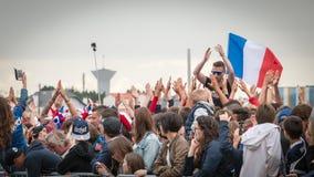 Atmosfera do fan de futebol em uma zona do fã durante o final do foto de stock royalty free