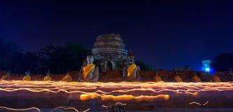 Atmosfera no dia do budismo no templo Fotos de Stock Royalty Free