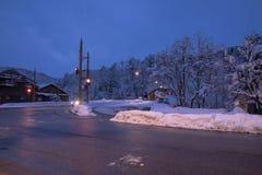 Atmosfera urbana nella sera nel fondo di inverno fotografia stock libera da diritti
