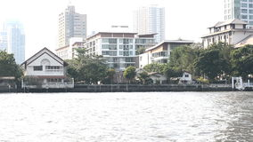 Atmosfera wzdłuż banków Chao Phraya rzeka, Bangkok, Tajlandia zbiory
