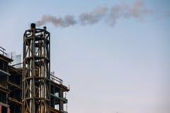 Atmosferyczny zanieczyszczenie powietrza Od Przemysłowego dymu roślina piszczy dowcip Zdjęcie Stock