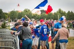Atmosphäre des Fußballfans in einer Fanzone während des Schlusses von Lizenzfreie Stockbilder