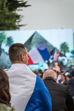 Atmosphäre des Fußballfans in einer Fanzone während des Schlusses von Stockfoto